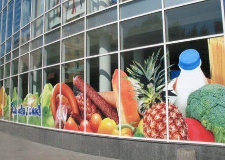 Оформление витрин магазинов пленкой